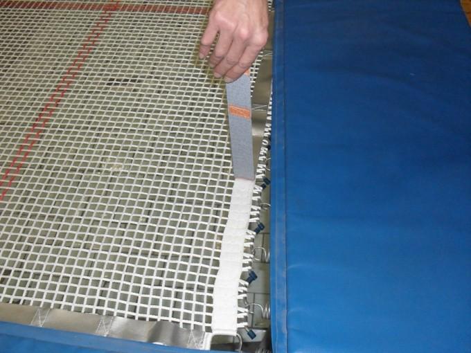 Сетку можно стирать только в холодной воде. Тренироваться в батутных чешках или босиком. Это значительно увеличит срок ее службы.
